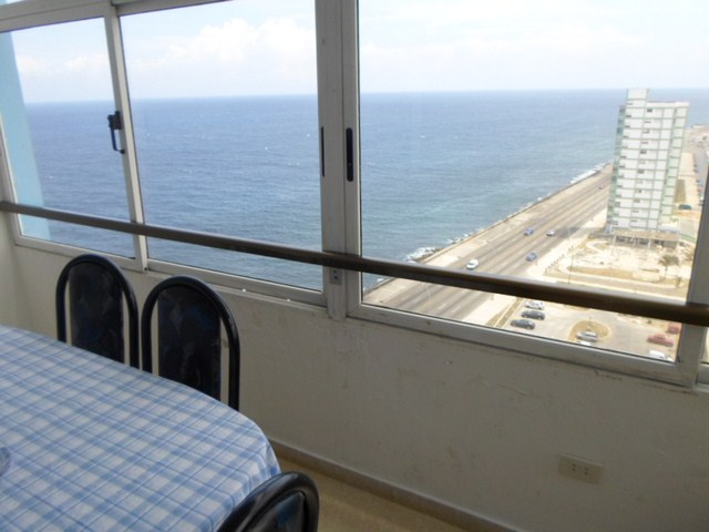 114 - RENT THREE BEDROOM APARTMENT SEAFRONT VIEW HAVANA