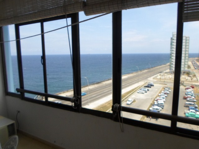130 - THREE BEDROOM INDEPENDENT APARTMENT FOR RENT SEAFRONT VIEW HAVANA  MELIA COHIBA