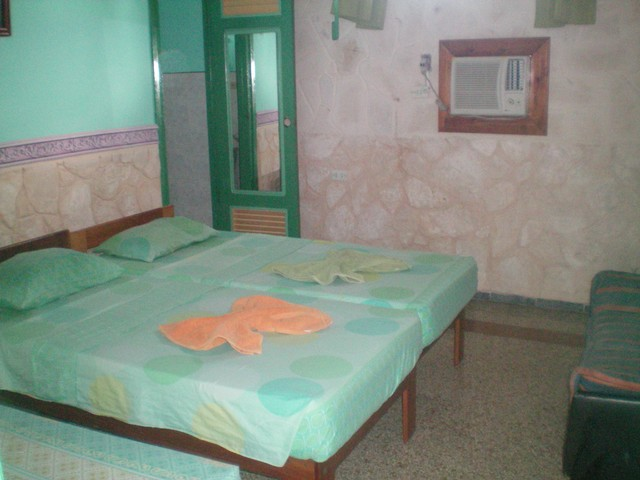 142- PRIVATE ROOM TO RENT IN HAVANA