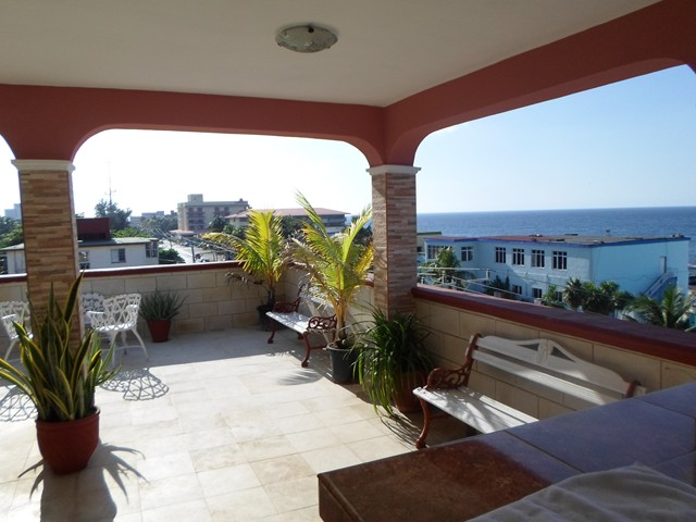 52- RENT THREE BEDROOM CHEAP APARTMENT HAVANA MIRAMAR